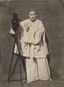 Félix_Nadar_-_Pierrot_the_photographer_-_Google_Art_Project